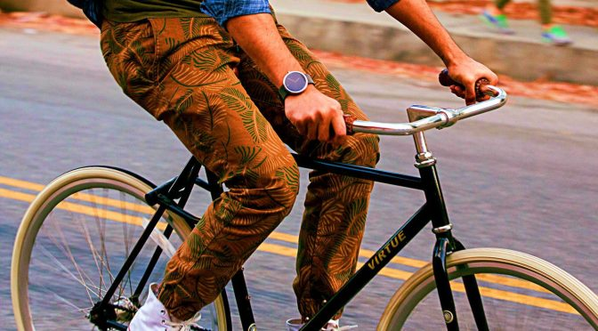 Google-Fit-Motorola-360-Wearable-Smartwatch-Android-Bike-Circular-Display-Classic-Design-Health-App-Example-Use-Case