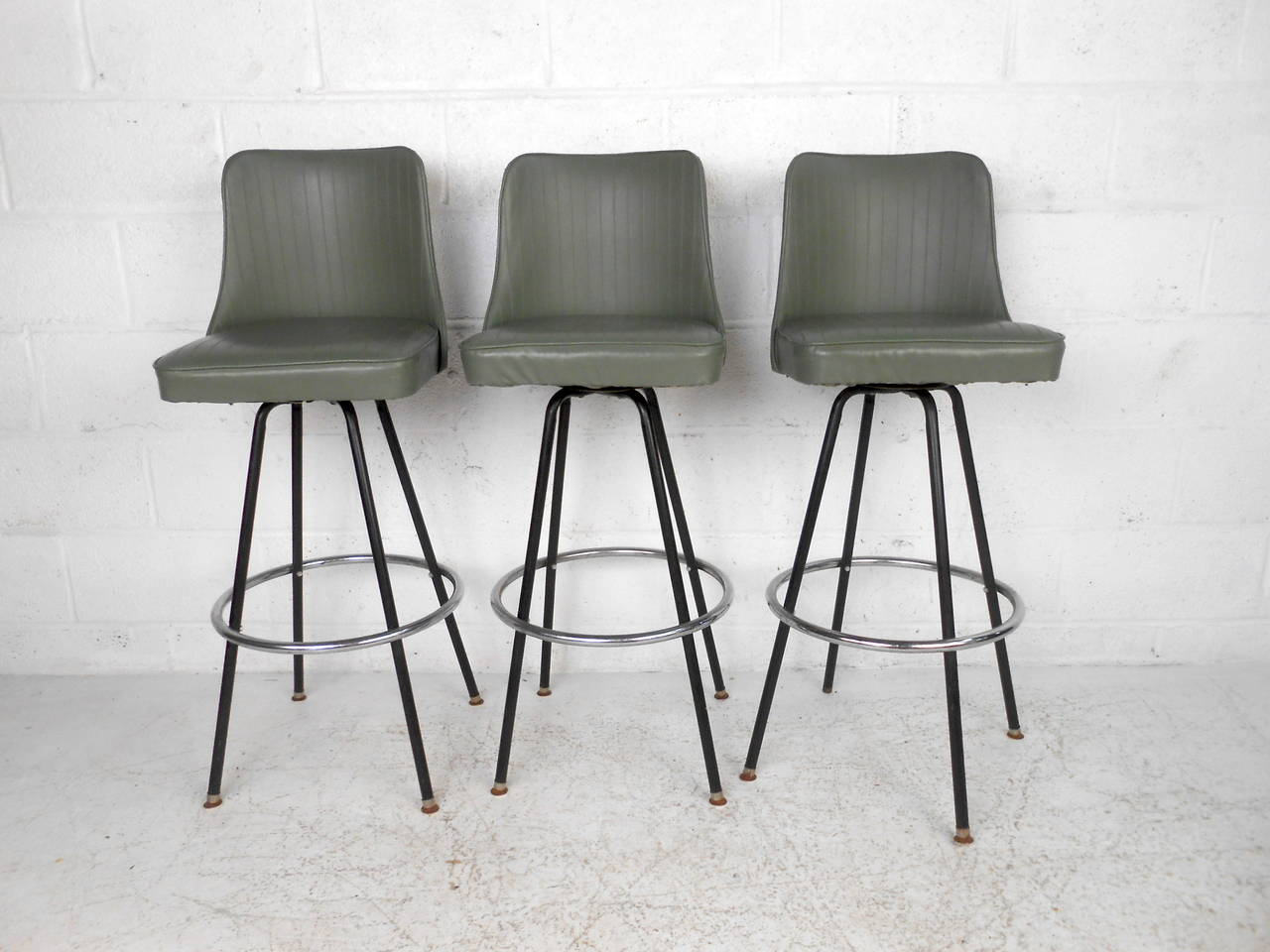 Gracious Three Mid Century Bar Stools By Atlas Ty Manufacturingfeature A Green Vinyl Bar Stools By Atlas At Bar Stools Kitchen Island Bar Stools Miami This Set houzz-02 Modern Bar Stools