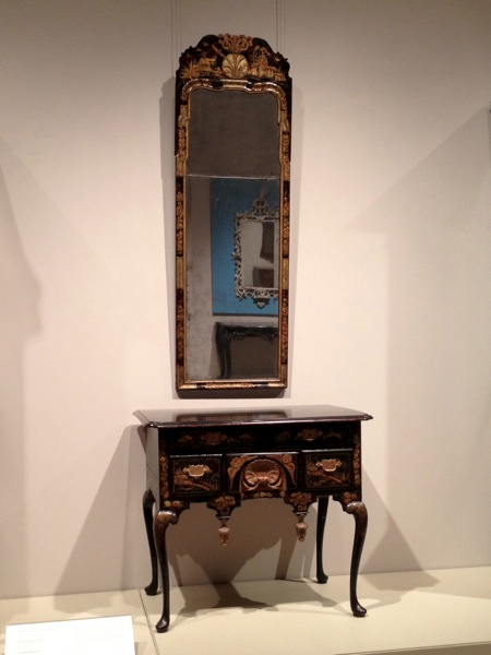 Dressing table and looking glass with Japanning