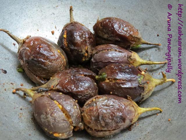 Gutti Vankaya Koora – 1 (Simple Stuffed Aubergine)