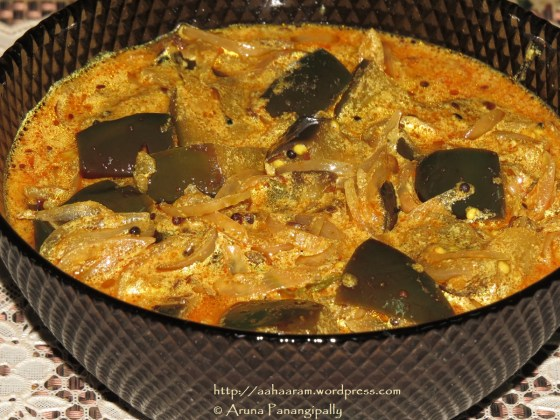 Dahiwale Achari Baingan (Aubergines in a Spicy Yogurt Gravy)