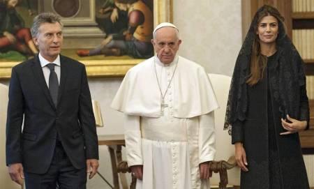 Francisco-Juliana-Awada-Vaticano-EFE_CLAIMA20160227_0049_39