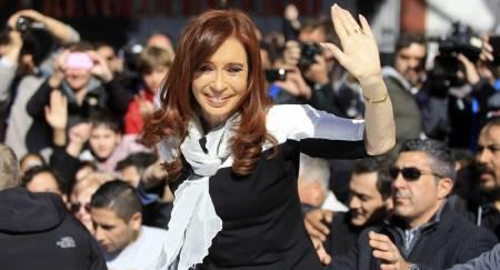 zzzznacp2NOTICIAS ARGENTINAS BAIRES, AGOSTO 11: La ex presidenta Cristina Kirchner sale de la sede de las Madres de plaza de Mayo luego de reunirse con Hebe Bonafini. Foto NA: Juan Vargas zzzz