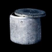 ظرف سنگی با سوراخ