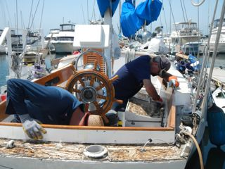 My dock neighbor, Jay from JAYGAR, helped last Sunday. It's great to have awesome friends to help you on your boat.