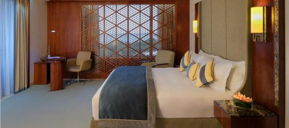 jumeirah-messilah-beach-hotel-and-spa-deluxe-room-hero (1)
