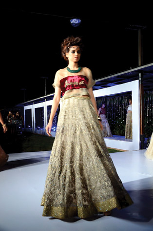 Gionee India FW - Designer Falguni and Shane Peacock - Day 3 Finale (20)