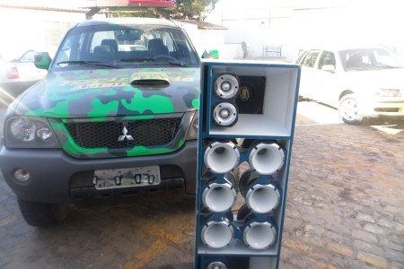 Motoristas que deixarem som em volume alto devem ser multados em R$ 127,69