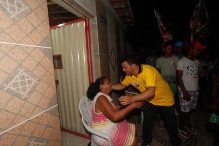 Paulo Bomfim arrasta uma multidão no bairro Alto da Aliança na Puxada 65