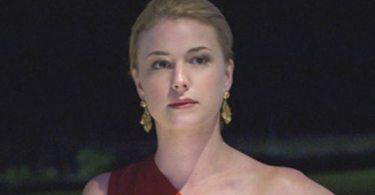 Emily Van Camp as Emily Thorne in Revenge