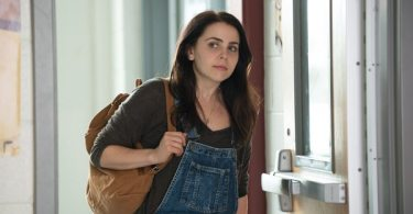Bianca (Mae Whitman) in her everyday school clothes