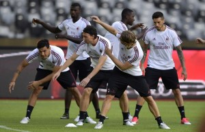 AC Milan players attend a training session ahead of the International Champions Cup football match between Bayern Munich and AC Milan in Shenzhen, in China's southern Guangdong province on July 21, 2017.  AC Milan will play against Bayern Munich in Shenzhen on July 22. / AFP PHOTO / STR / China OUT