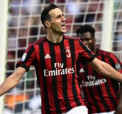 AC Milan's Croatian forward Nikola Kalinic celebrates after scoring during the Italian Serie A football match AC Milan vs Udinese at the San Siro stadium in Milan on September 17, 2017.  / AFP PHOTO / MIGUEL MEDINA