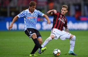 AC Milan's Argentinian midfielder Lucas Biglia (R) vies with Spal's Itlian midfielder Eros Schiavon during the Italian Serie A football match AC Milan vs Spal at San Siro stadium in Milan on September 20, 2017.   / AFP PHOTO / MARCO BERTORELLO
