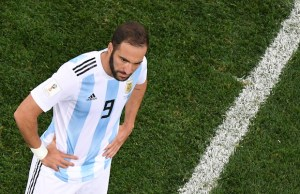 Argentina's forward Gonzalo Higuain reacts during the Russia 2018 World Cup Group D football match between Argentina and Croatia at the Nizhny Novgorod Stadium in Nizhny Novgorod on June 21, 2018. Croatia won 0-3. / AFP PHOTO / Kirill KUDRYAVTSEV / RESTRICTED TO EDITORIAL USE - NO MOBILE PUSH ALERTS/DOWNLOADS