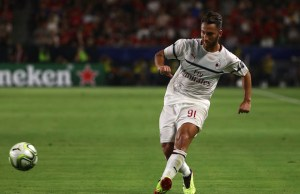 CARSON, CA - JULY 25: Andrea Bertolacci #91 of AC Milan passes the ball forward during the International Champions Cup 2018 match against Manchester United at StubHub Center on July 25, 2018 in Carson, California. Manchester United defeated AC Milan 9-8 on penalties after playing to a 1-1 regulation draw.   Victor Decolongon/Getty Images/AFP