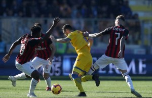 Frosinone v Ac Milan - Serie A  Andrea Beghetto of Frosinone between Frank Kessie and Samuel Castillejo of Milan at Benito Stirpe Stadium in Frosinone, Italy on December 26, 2018  (Photo by Matteo Ciambelli/NurPhoto)