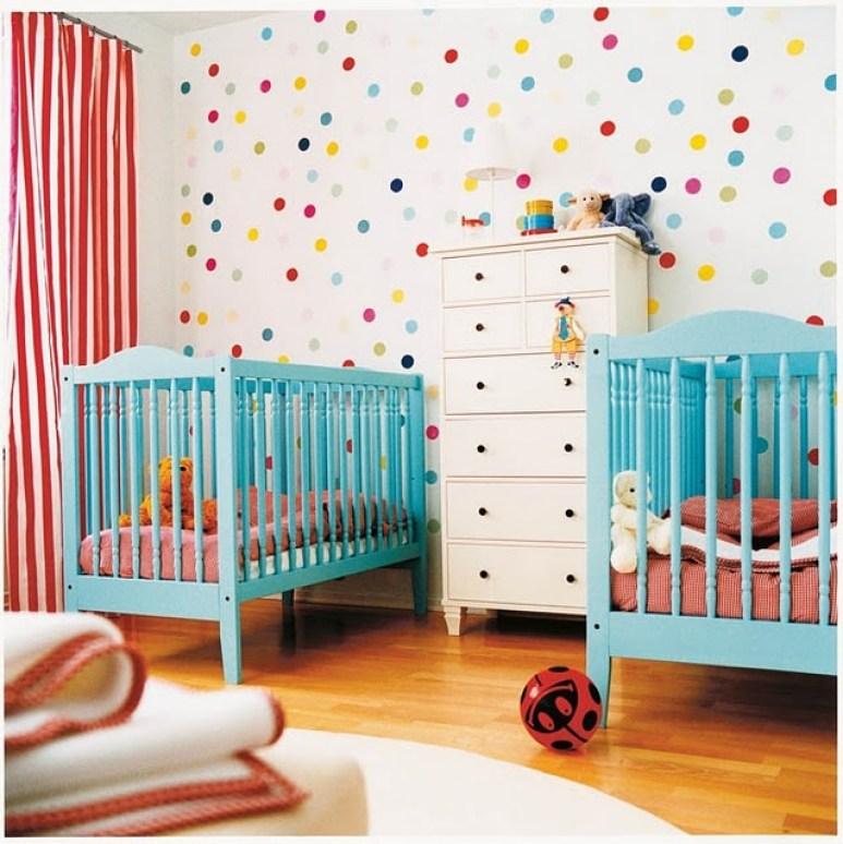 decoração de quarto de bebê colorida