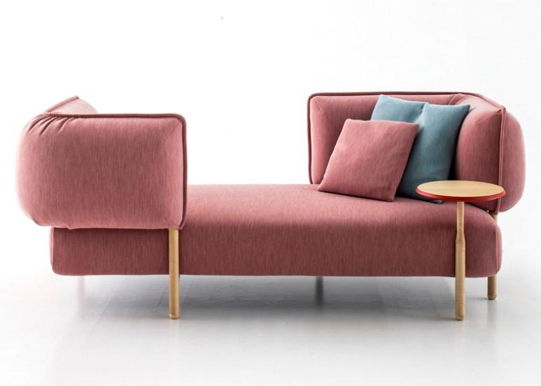 Sofá da Patricia Urquiola em rosa quartzo