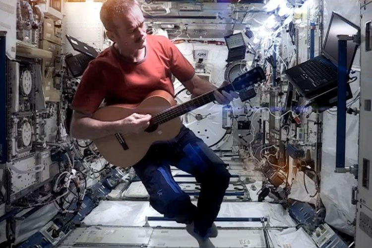 Chris_Hadfield_Space_Oddity