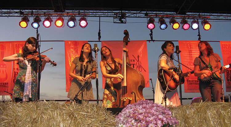 Uncle Earl performs at 3 Sisters 2015 (photo by Ann S. Ball)