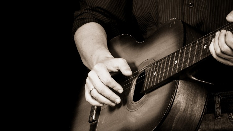 Video Lesson: Get Your Fretting-Hand Fingers to Move in New Ways