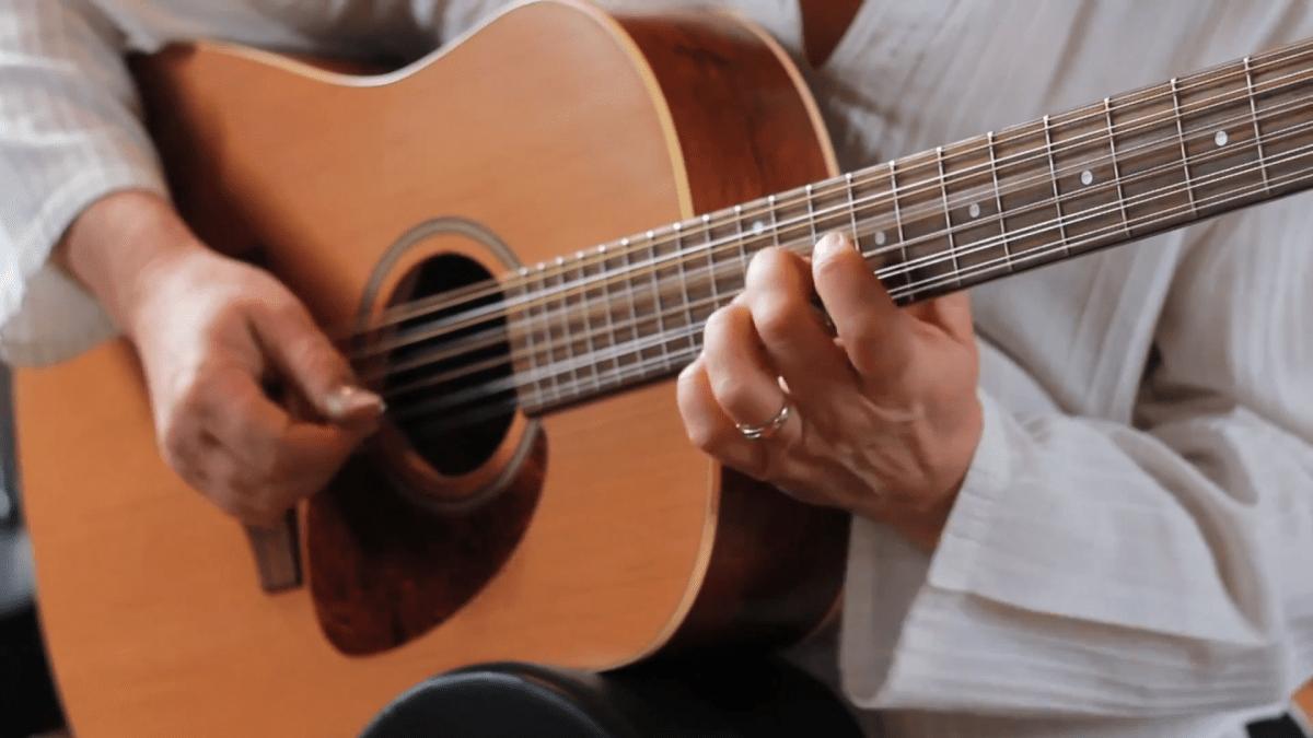AD17 Global Guitar Image 3