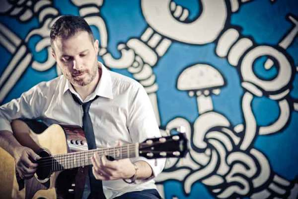 Alberto Lombardi Embarks on a Fingerstyle Journey with 'Birds'