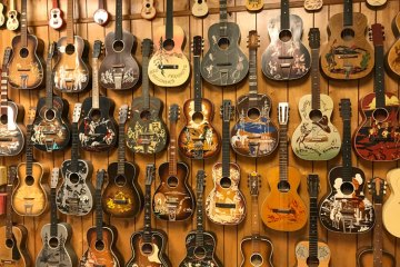 Cowboy-Guitars-at-Jacksonville-Guitar-Museum