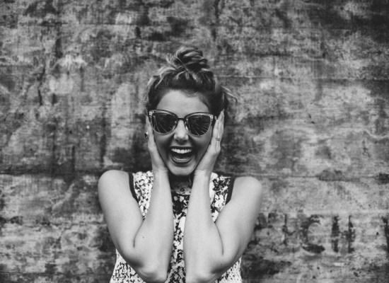 Sourire au travail femme