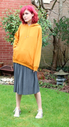 casual monki hoodie and pull&bear skirt