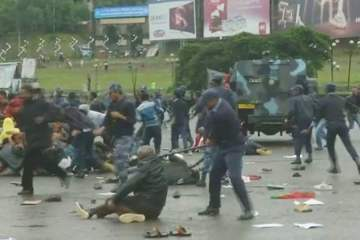 police-beating-protestsers