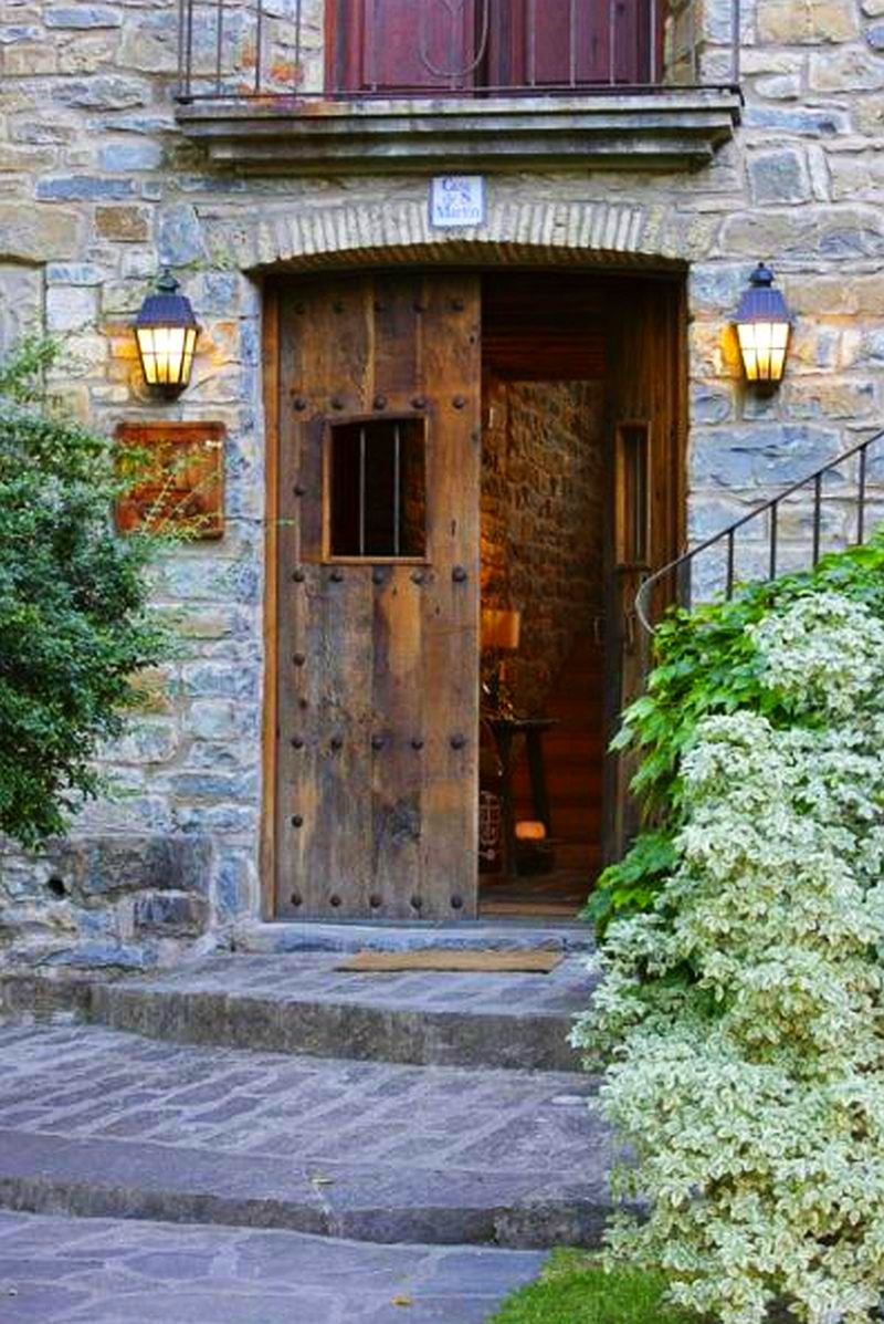 Superb fost m n stire transformat n hotel rustic adela p rvu jurnalist home garden - Casa de san martin ...