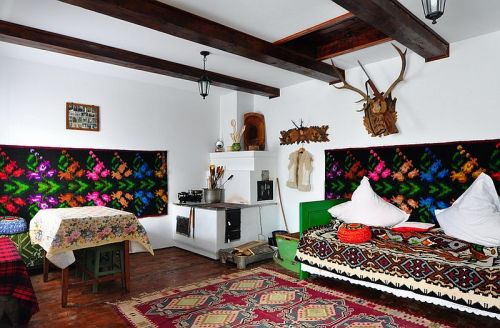 casa taraneasca Bucovina, casa traditional romaneasca, pensiunea Casa