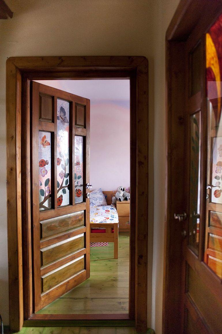adelaparvu.com despre casa din chirpici la Ciolpani, Poiana Florilor, designer Elena Vasiliu arh. Raluca Suru, Foto Dragos Boldea (22)