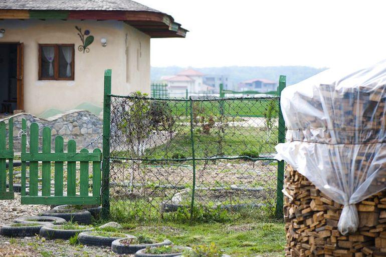 adelaparvu.com despre casa din chirpici la Ciolpani, Poiana Florilor, designer Elena Vasiliu arh. Raluca Suru, Foto Dragos Boldea (47)
