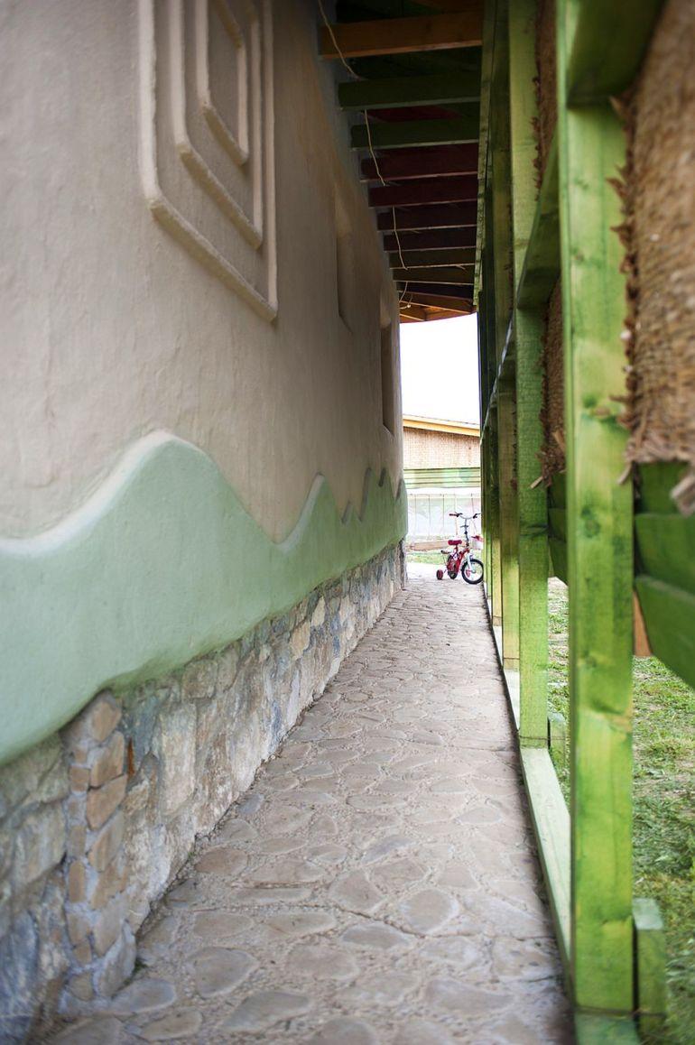 adelaparvu.com despre casa din chirpici la Ciolpani, Poiana Florilor, designer Elena Vasiliu arh. Raluca Suru, Foto Dragos Boldea (64)