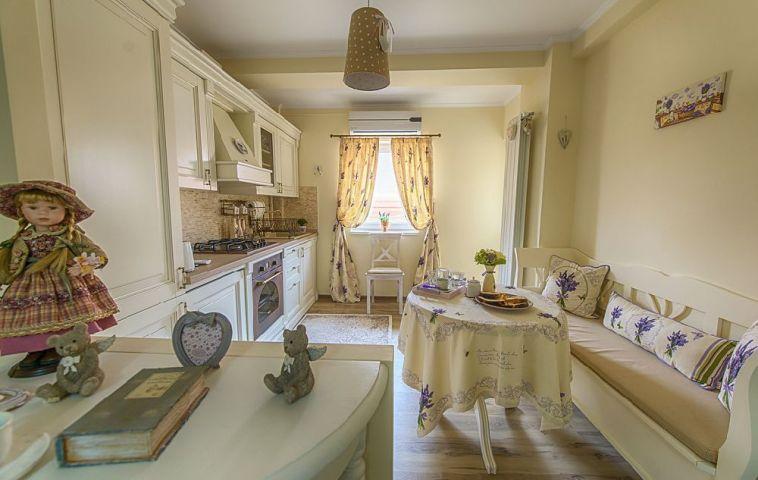adelaparvu.com despre amenajare apartament 2 camere Constanta, design interior Ana Maria si Laur Ivanof, Styling Oana Gardon, Foto Marian Sterea (81)