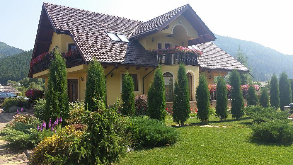 adelaparvu.com despre gradina in Bucovina, design Garden Green Campulung Moldovenesc, Foto Adela Parvu (7)