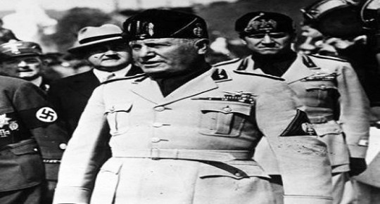 Die deutschen Frontkämpfer im Forum Mussolini. Am Sonnabend [19.3.38] fand in Gegenwart des Duce im Forum Mussolini eine grosse sportliche Veranstaltung zu Ehren der deutschen Frontkämpfer, die zur Zeit in Rom weilen, statt. U.B.z. Mussolini trifft in Begleitung des Grafen Ciano und des Herzogs von Koburg-Gotha im Forum Mussolini ein. 21.3.1938 [Herausgabedatum]