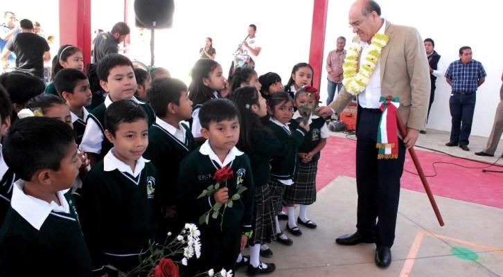 Entrega Villacaña obras educativas por cerca de 2 MDP enSan Martín Mexicapan (17:25 h)