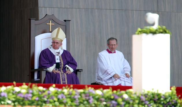 Desenmascarar las injusticias, pide Papa (14:00 h)
