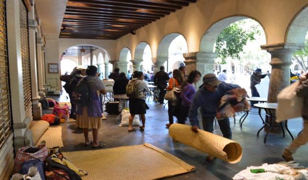 Integrantes del COOA retiran bloqueo a comercios del Zócalo de Oaxaca (13:05 h)