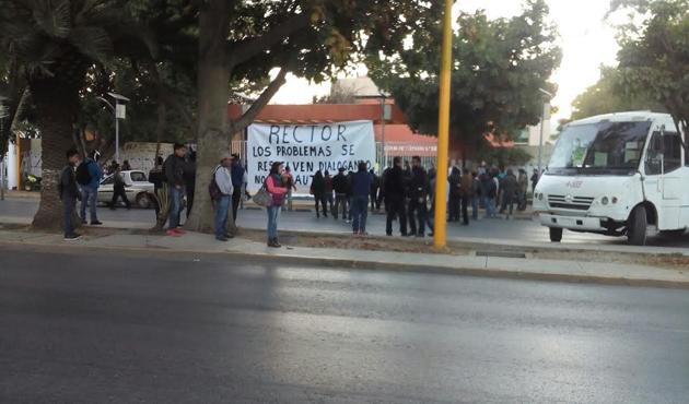 Alumnos de facultad de Ciencias toman instalaciones de Ciudad Universitaria (07:20 h)