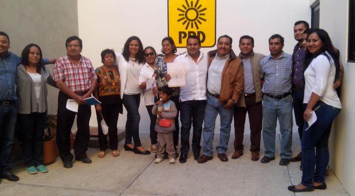 Iván Hernández Martínez se registra como precandidato del PRD a la presidencia municipal de Xoxocotlán (14:10 h)