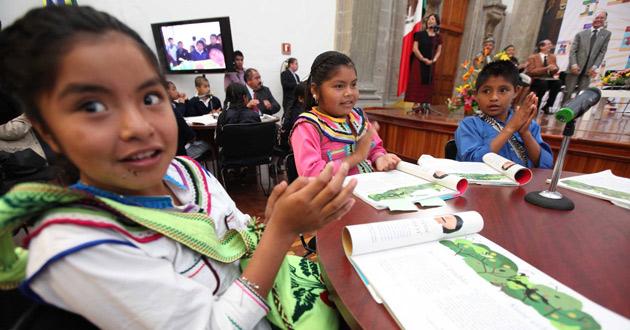 En 1 de cada 2 escuelas mexicanas asiste al menos un alumno hablante de lengua indígena: Unicef (22:33 h)