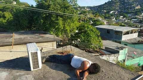 Descarga eléctrica quita la vida a un señor que reparaba un aire acondicionado (14:09 h)