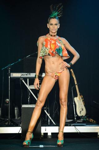 elle-summer-preview-agua-de-coco-por-liana-thomaz-verao-2014-1