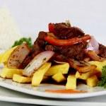 Lomo saltado peruano, un plato criollo exquisito