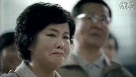 Tencent 2011 Chinese New Year Advertisement: Mother in tears at airport seeing son off.
